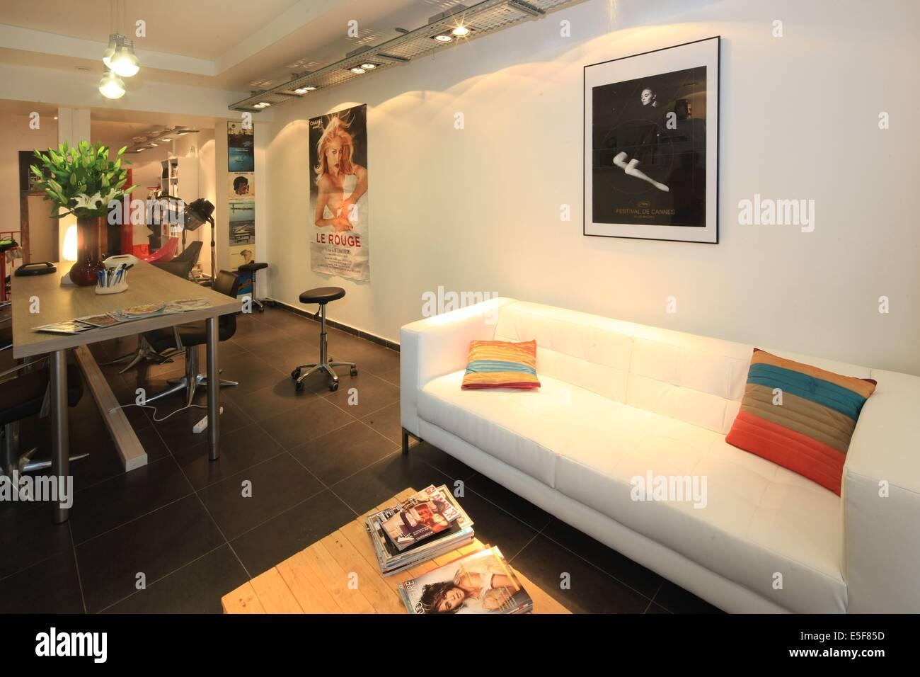 Salon De Coiffure Stockfotos & Salon De Coiffure Bilder - Alamy