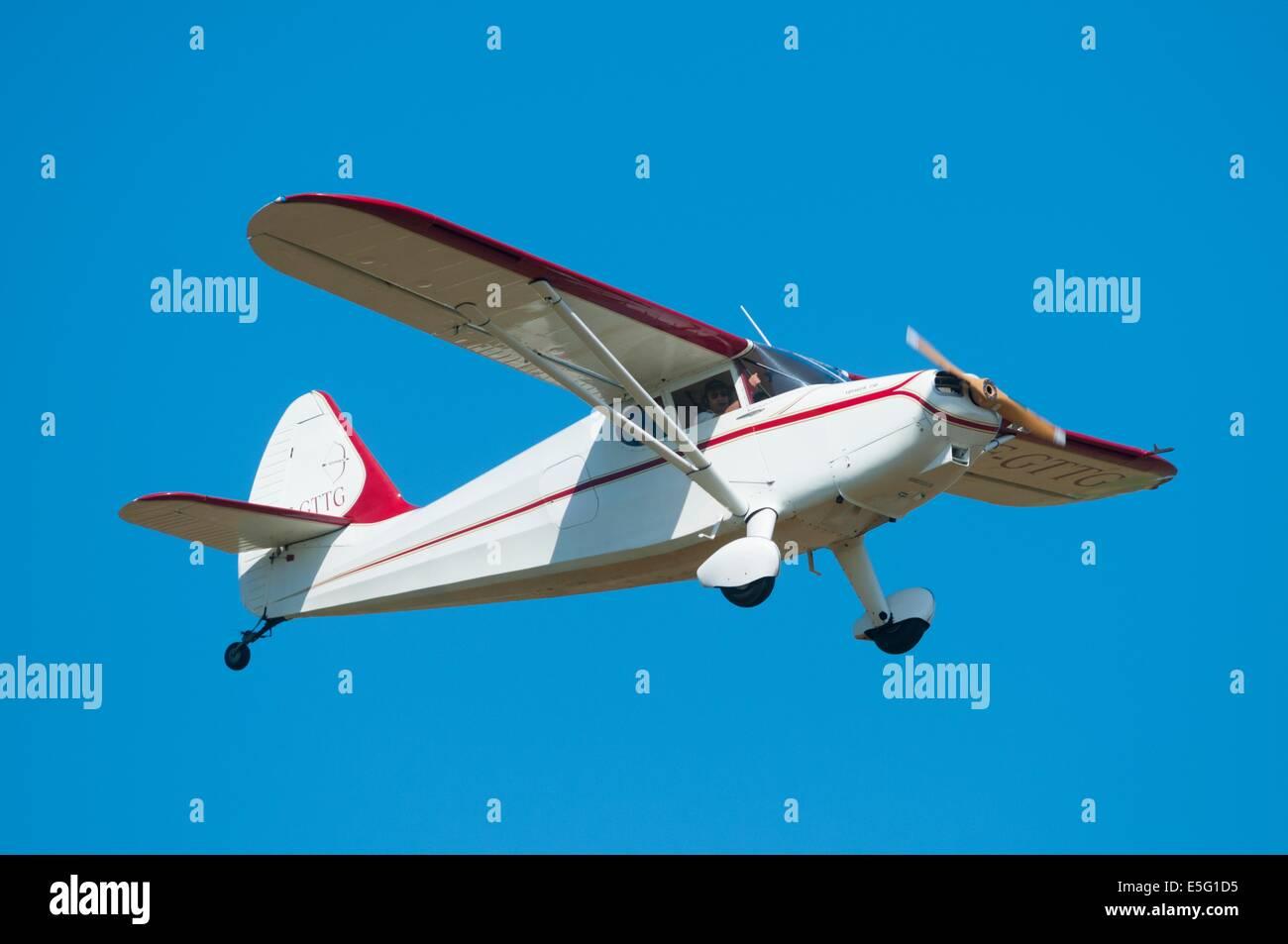 Stinson 108-1 Voyager, alte 40er Flugzeug, Frankreich Stockbild