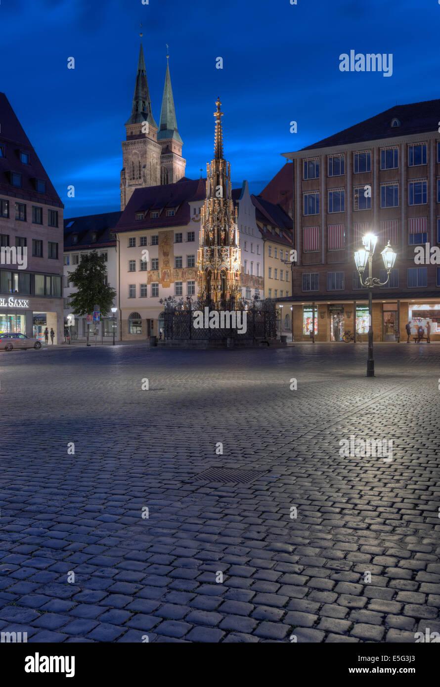 Die Schöner Brunnen in der Nürnberger Hauptmarkt. Stockbild