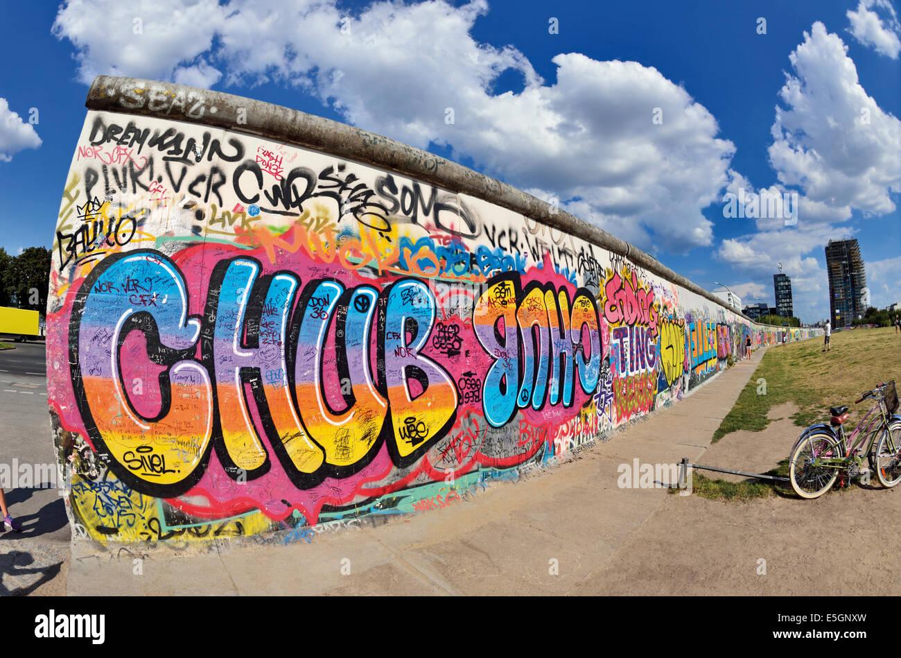 Deutschland, Berlin: Teil der ehemaligen Berliner Mauer an der East Side Gallery Stockbild