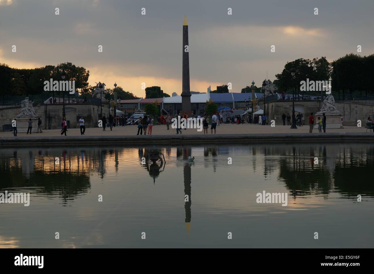 Jardin des Tuileries Garden Paris Sonnenuntergang mit Obelisk der ...
