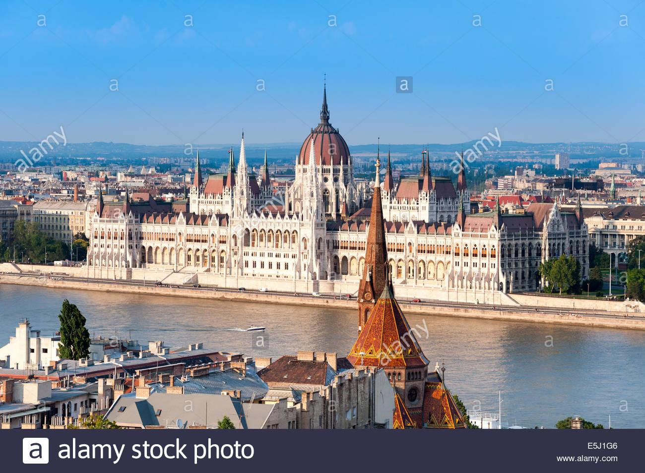 Blick auf die Donau und das Parlamentsgebäude in Budapest, Ungarn Stockbild