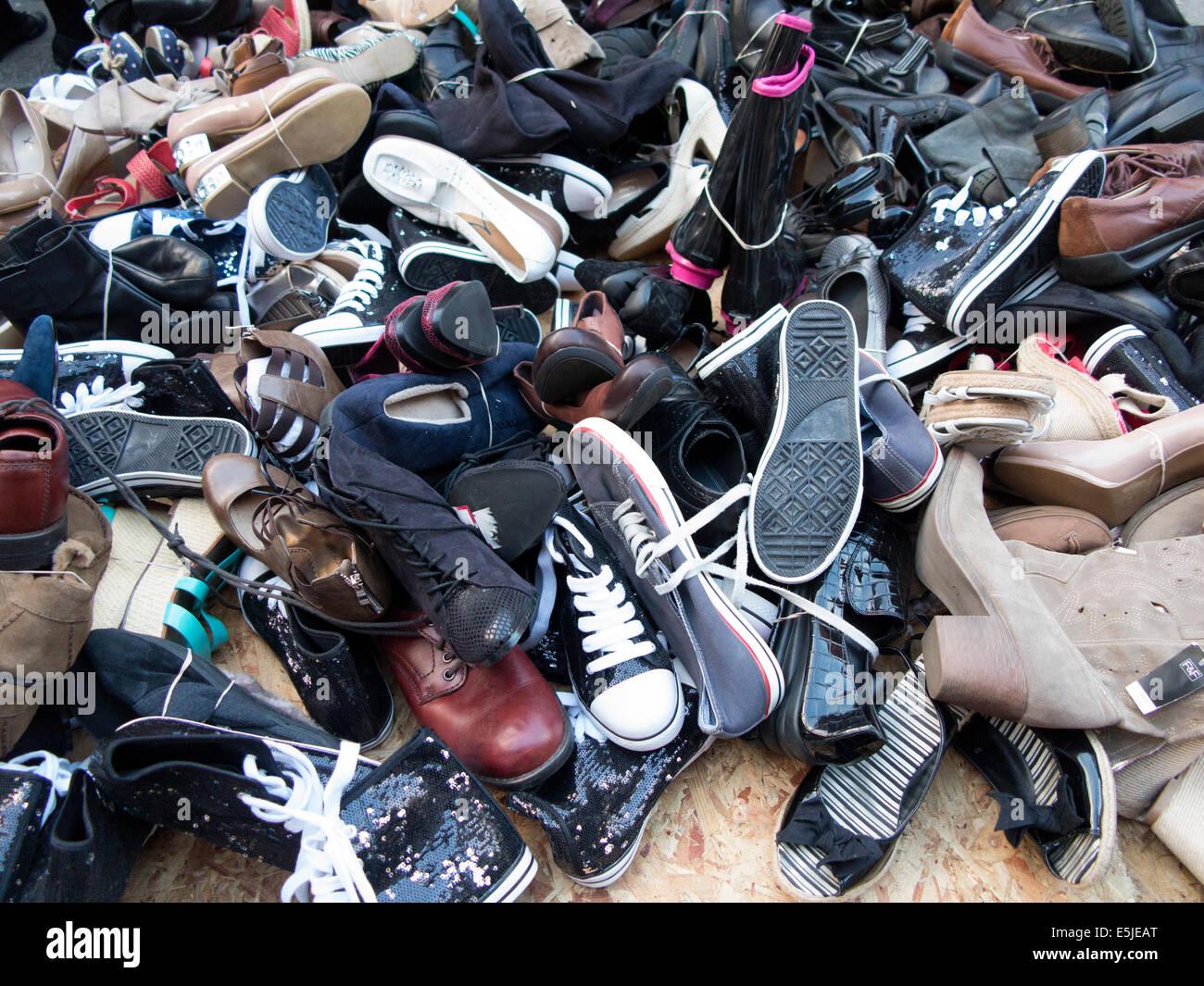Haufen von gebrauchten gebrauchte Schuhe getragen für