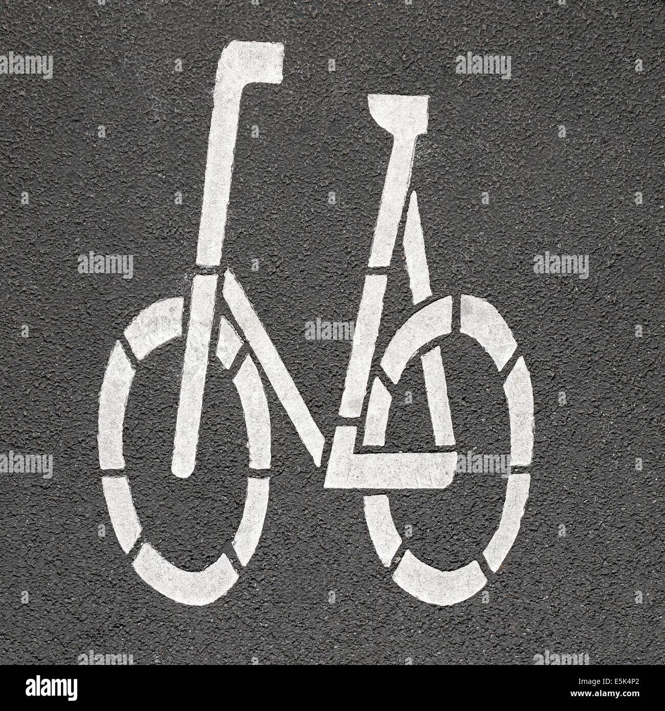 Fahrrad-Piktogramm auf Asphalt gemalt Stockbild