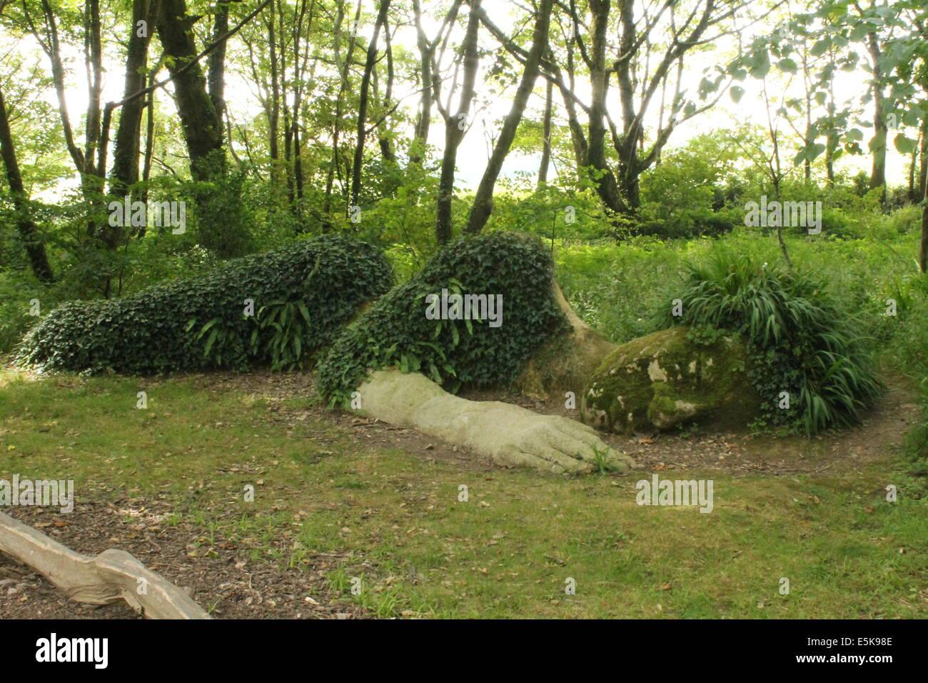 Der Schlamm Maid Wald Bildhauerei an der The Lost Gardens of Heligan, Cornwall, England, UK Stockbild