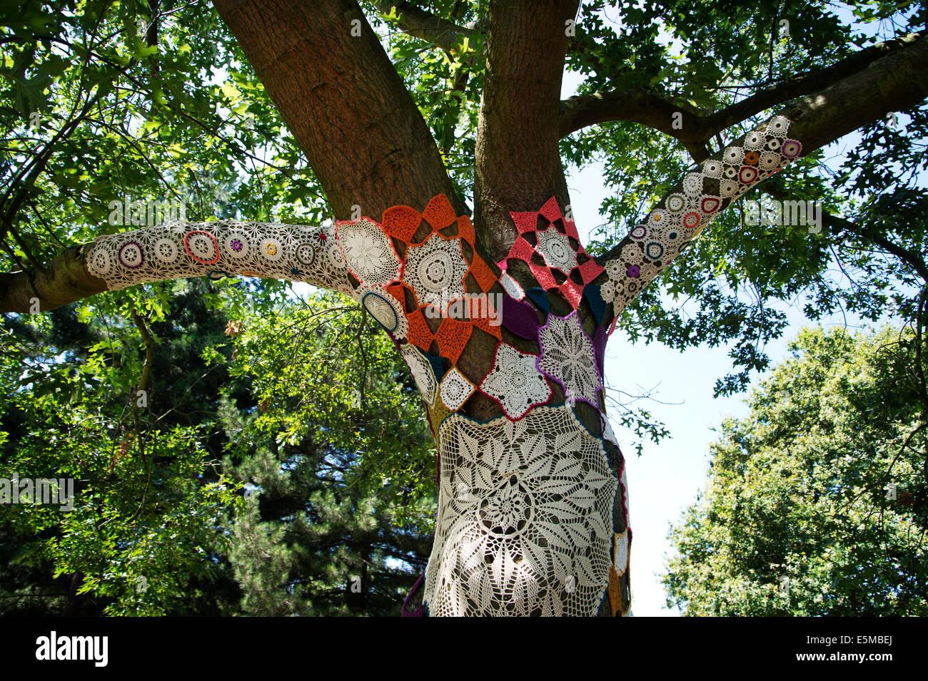 Kew Gardens. Häkeln Sie bedeckten Baum im Auftrag von Knitiffi und ...