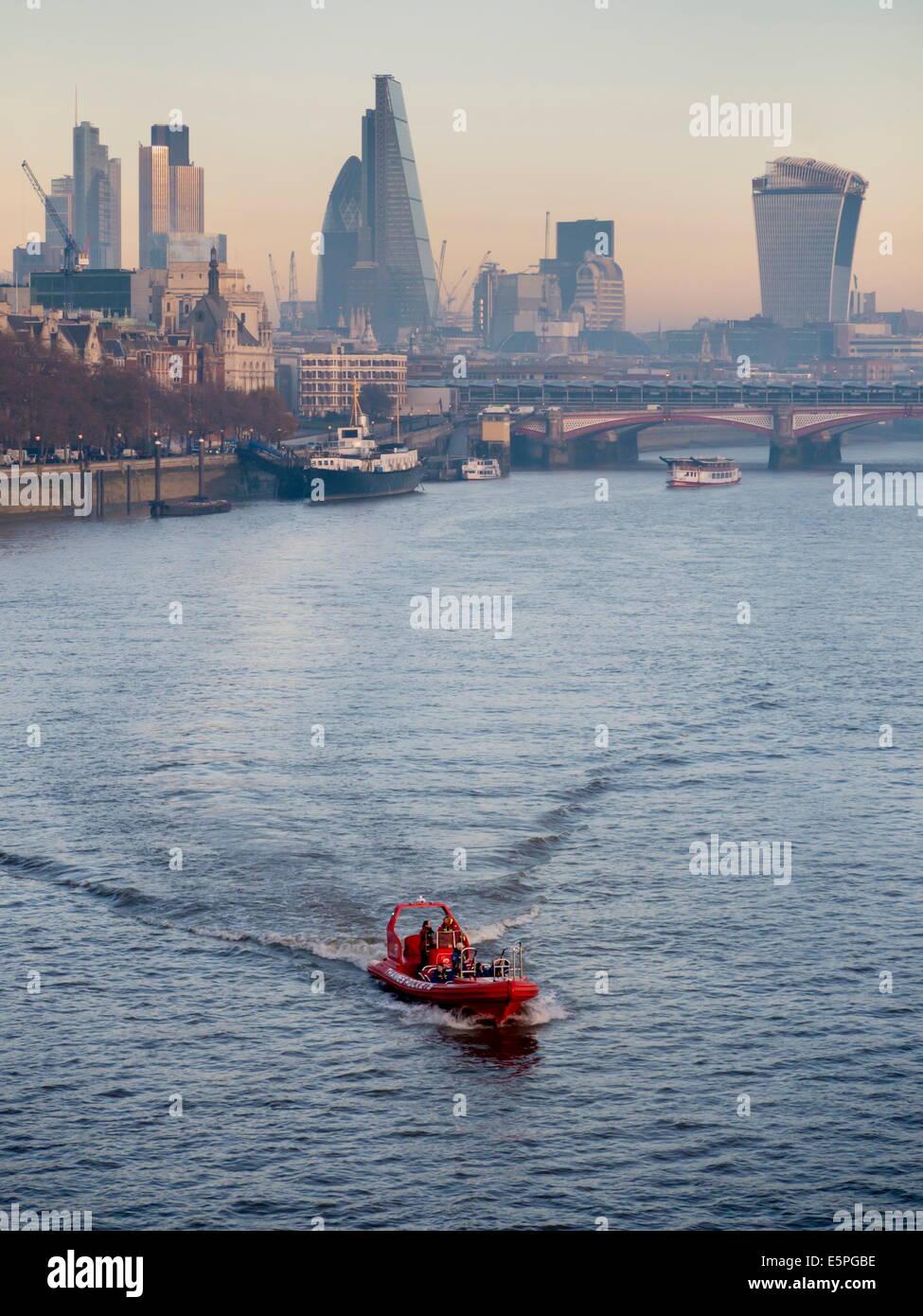 Modernen London CBD Stadtbild dominiert durch Neubauten wie Walkie Talkie und Cheesegrater, London, England, Vereinigtes Stockfoto