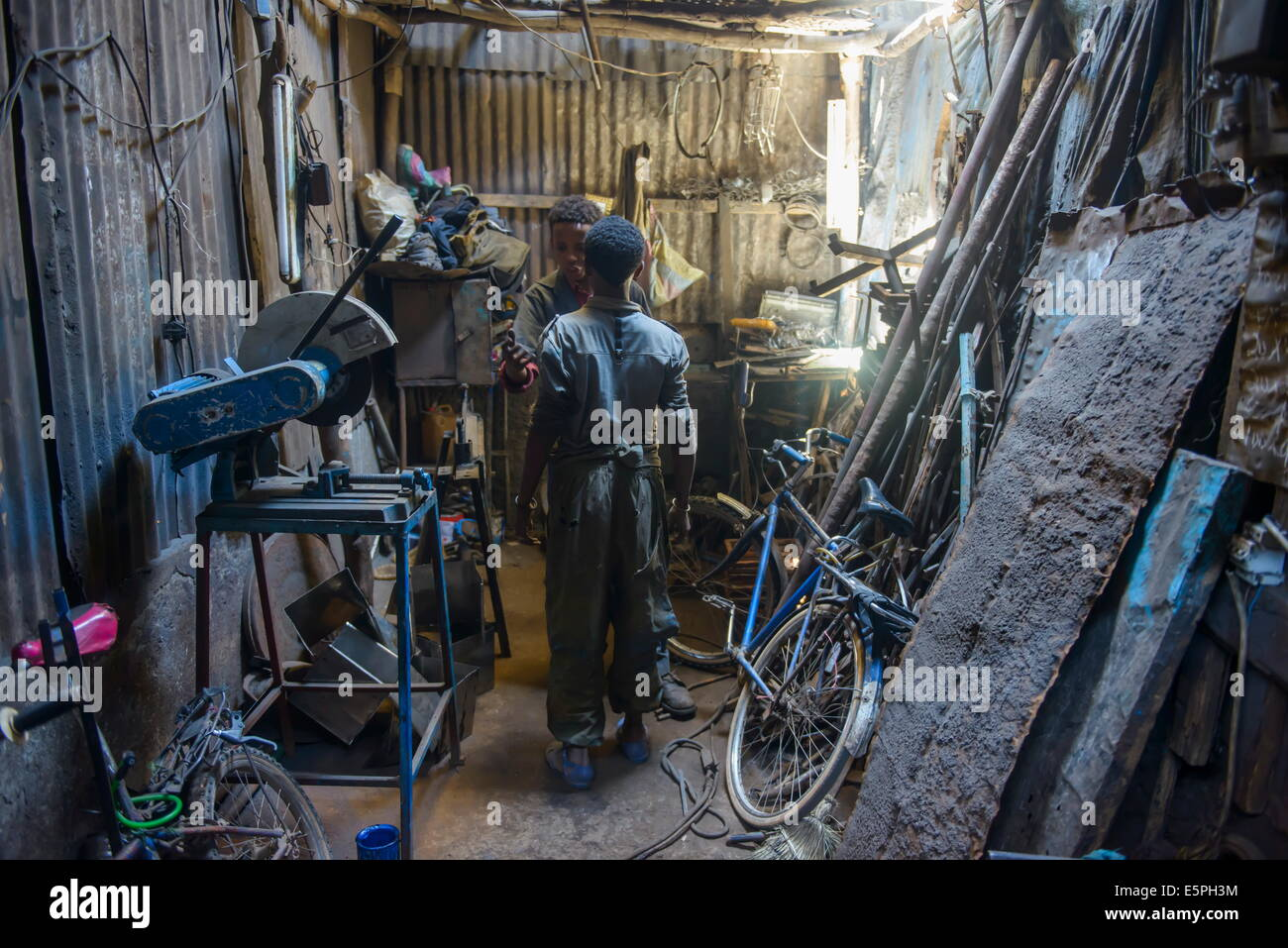 Metall-Smith, Medebar Markt, Asmara, Hauptstadt von Eritrea, Afrika Stockbild