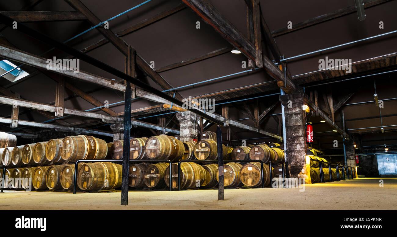 Hennessy Alterung Lager wo die Eaux-de-vie in Eichenfässern reifen vor Vermischung gespeichert sind. Stockbild