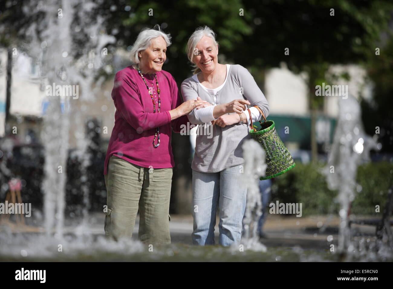 Wie sieht eine 80 Jahre alte Frau aus?
