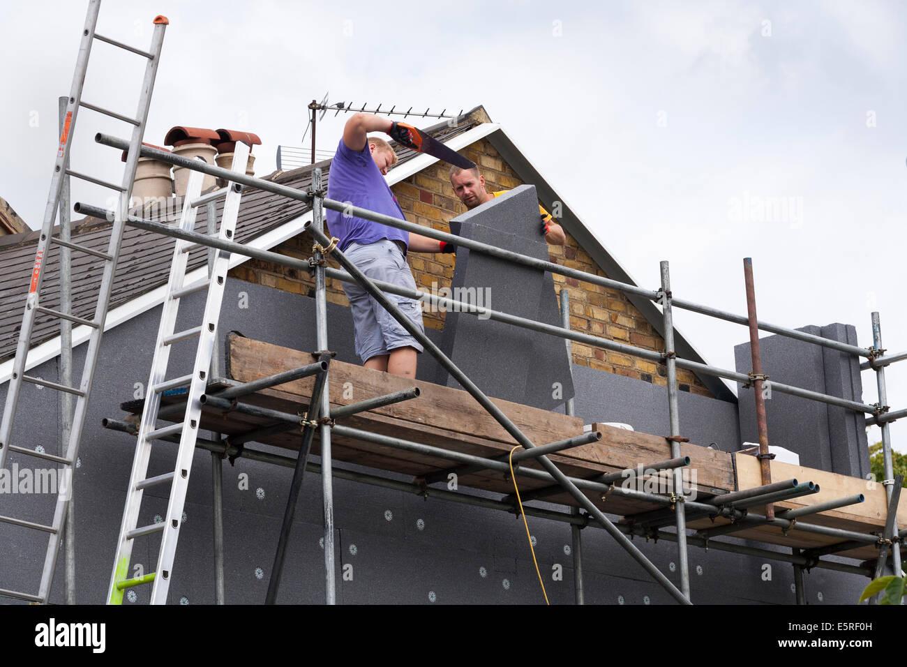 Bauherren Anbau/Einbau Hartschaum wand Isolierung Bleche/Platten/Boards im Gable End der viktorianischen Reihenhaus Stockbild