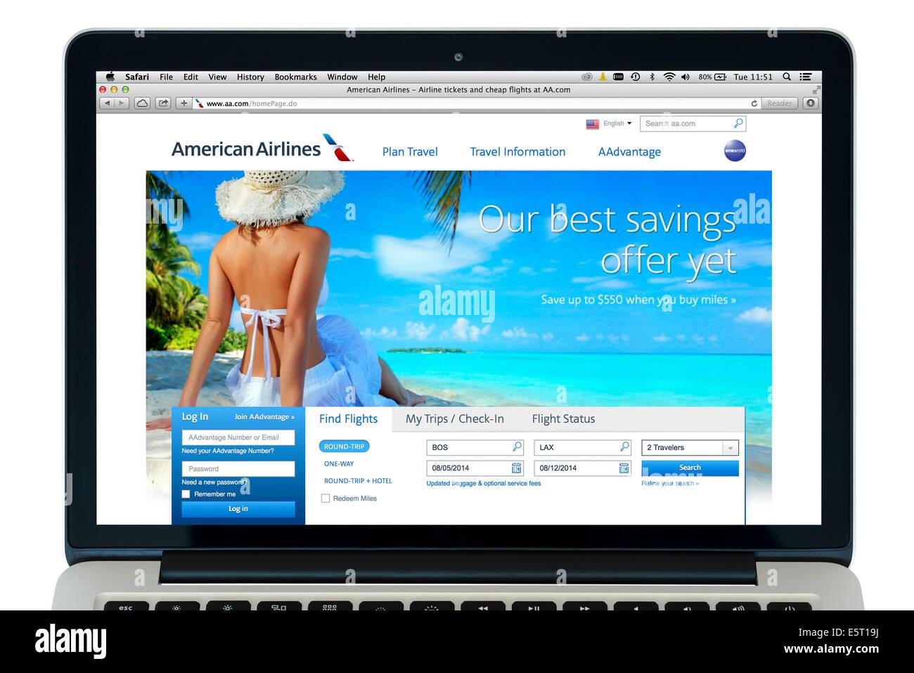 Einen American Airlines Flug buchen, auf einem 13' Apple MacBook Pro Computer, USA Stockbild