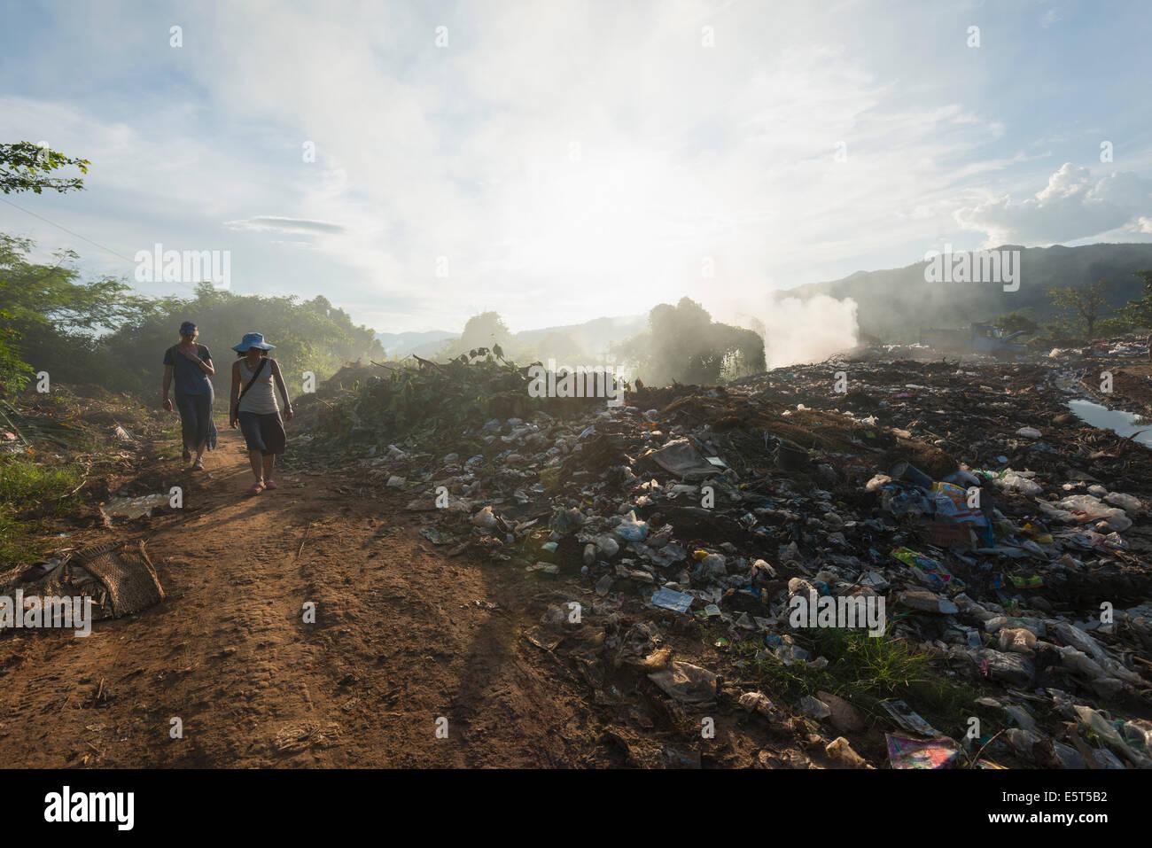 Südost-Asien, Myanmar (Burma), Müllkippe in Hsipaw Trekkinggebiet Stockbild