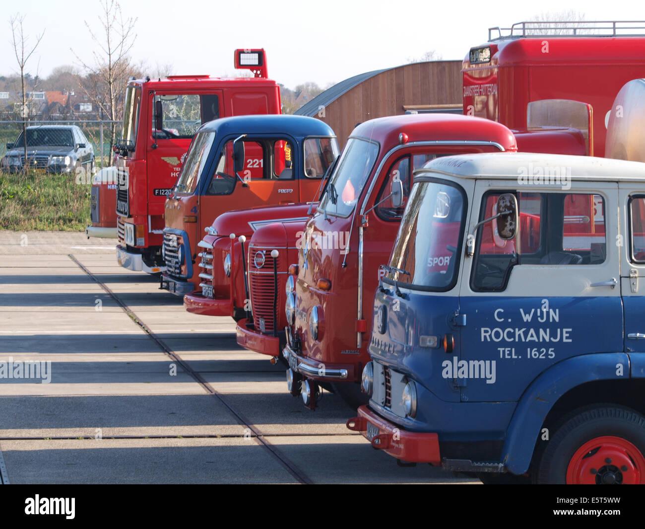 Line-up von Oldtimer-LKW Stockbild