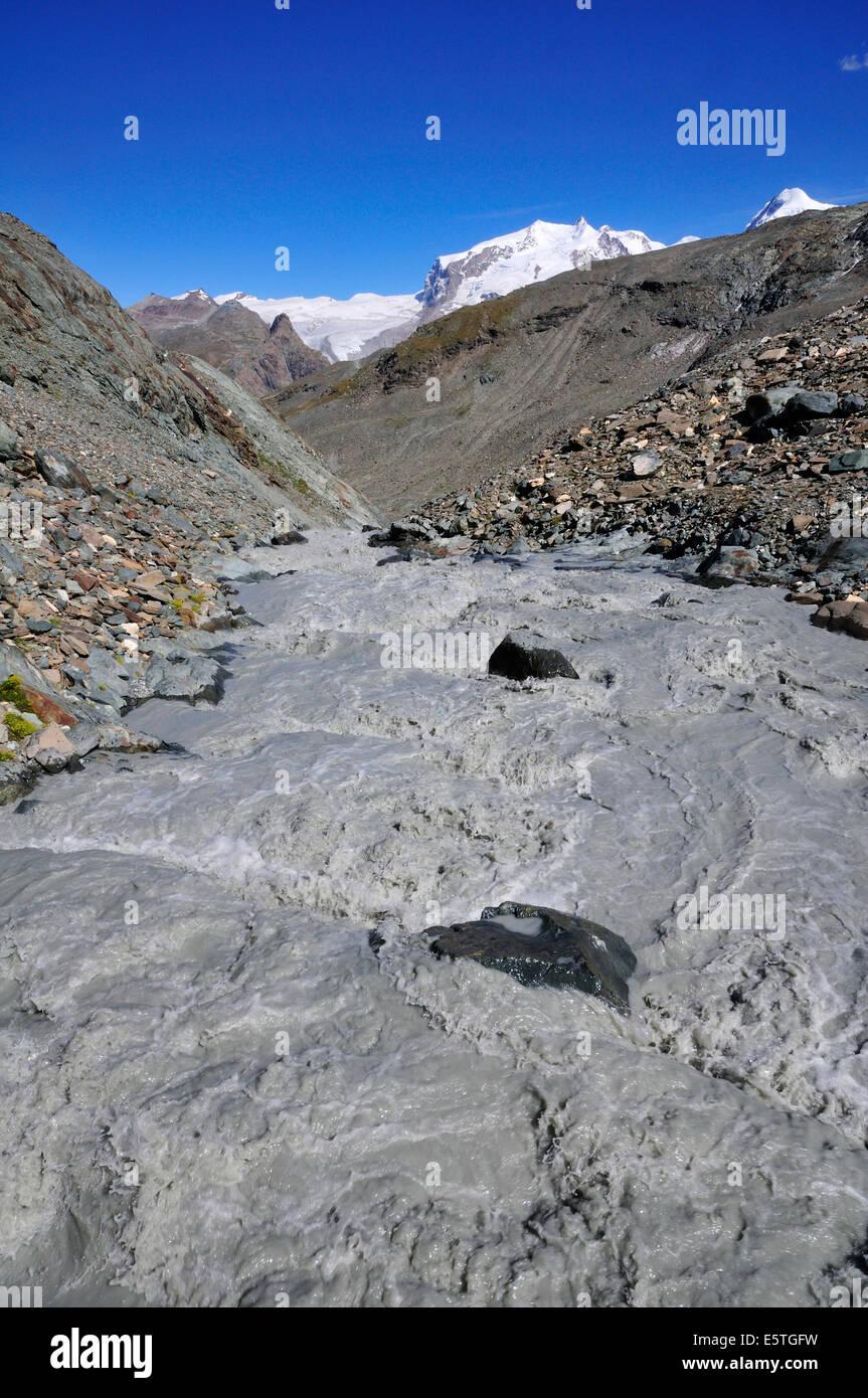 Bergbach am Fuße des Matterhorns, Klein Matterhorn, Zermatt, Kanton Wallis, Schweiz Stockbild