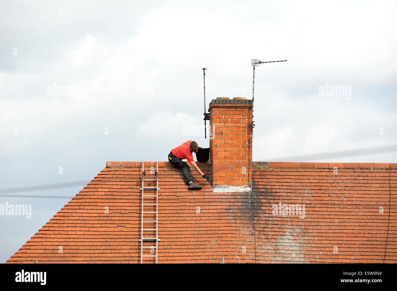 man climbing chimney stockfotos man climbing chimney. Black Bedroom Furniture Sets. Home Design Ideas