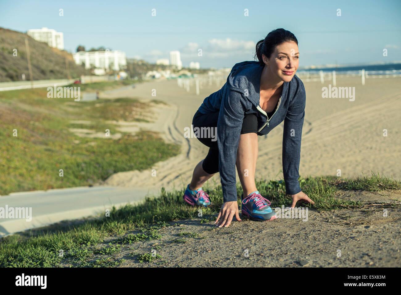 Jogger auf ihre Marke Strand Stockbild