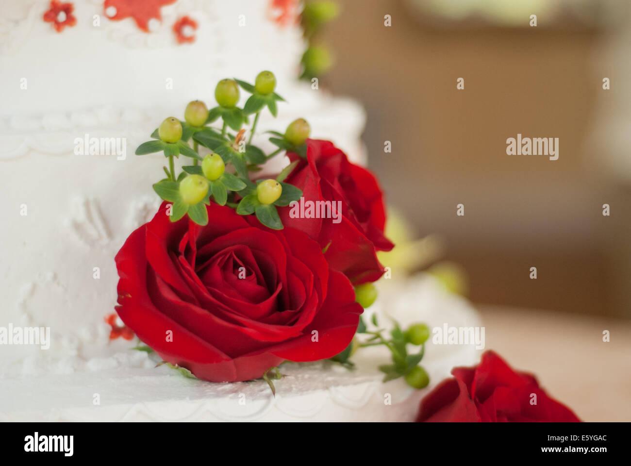 Rote Rosen Und Grun Schmucken Eine Einfache Buttercreme