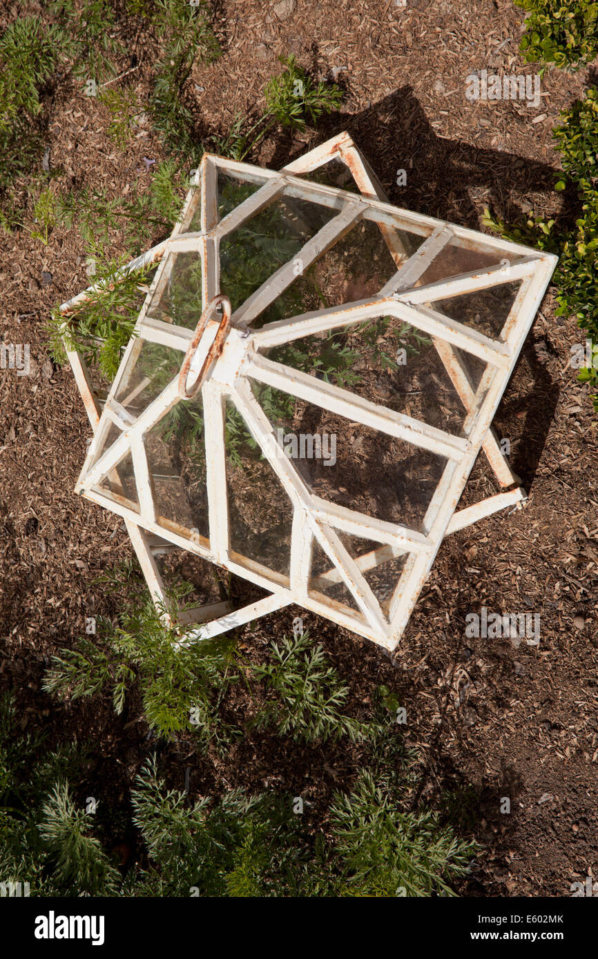 Glass Garden Cloche Stockfotos & Glass Garden Cloche Bilder - Alamy