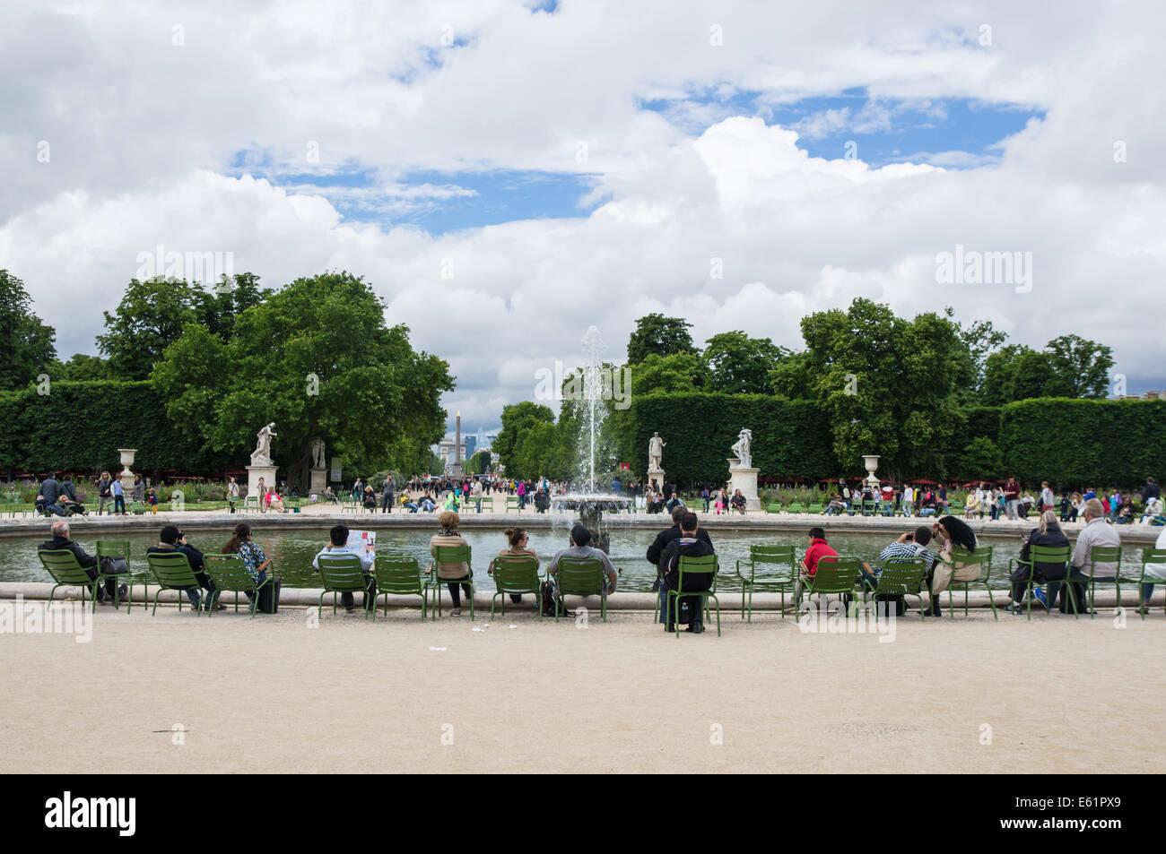 Touristen und Besucher am Grand Bassin rond an den Jardin des ...