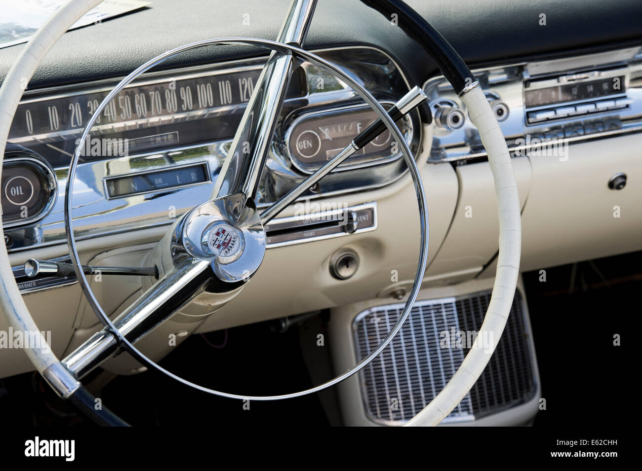 Armaturenbrett oldtimer  1950er Jahre Cadillac Armaturenbrett und Innenraum abstrakt ...