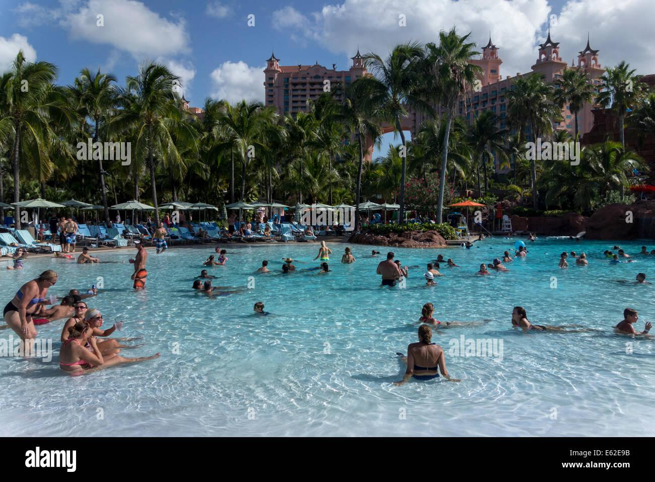 Schwimmbad Atlantis Paradise Island Resort The Bahamas Stockfotografie Alamy