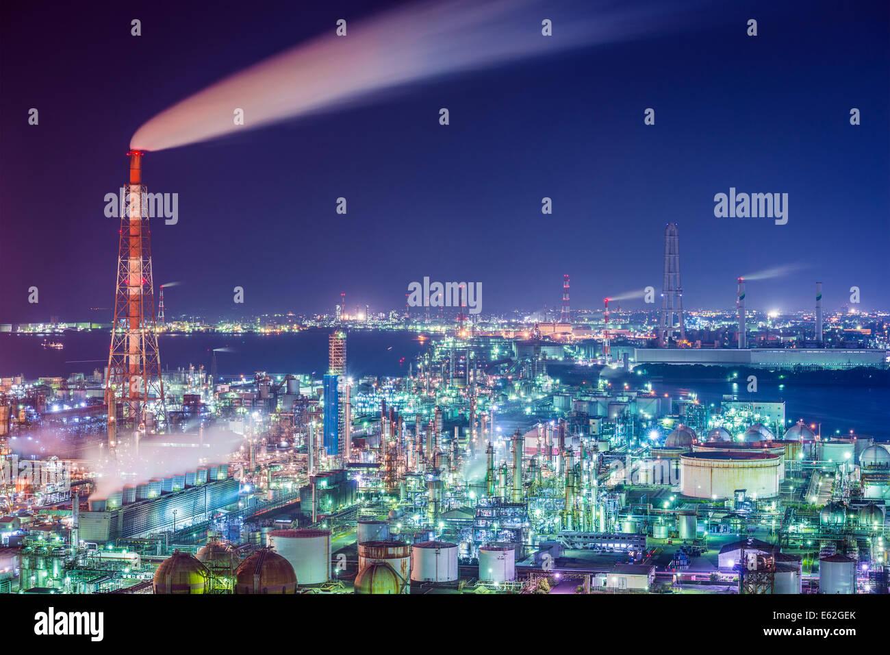Öl-Refinerie von Yokkaichi, Japan. Stockbild