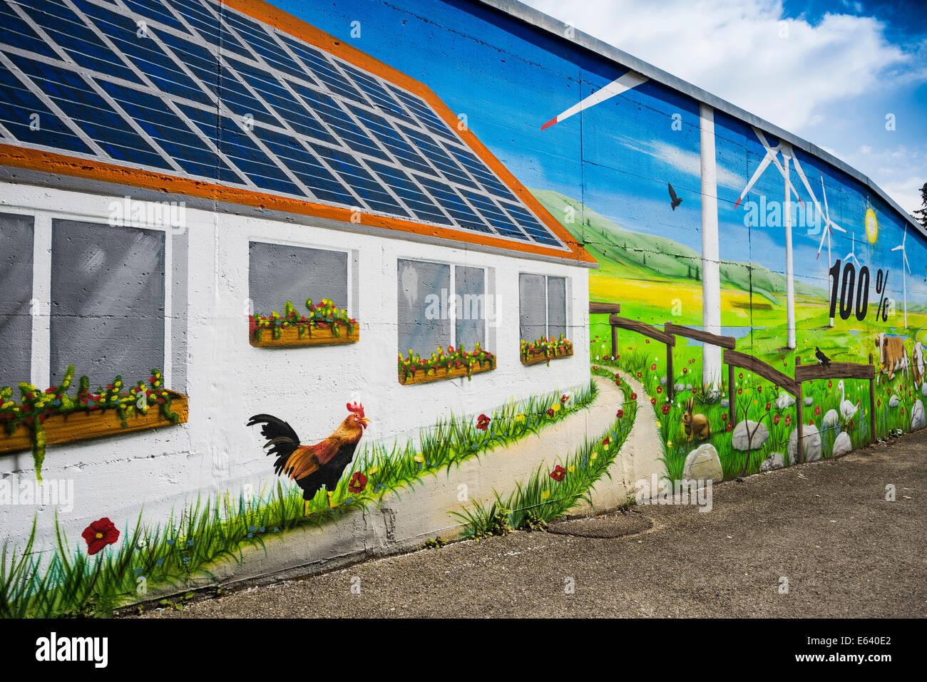 Wand eines Hauses gemalt mit einem Thema erneuerbare Energien, Tiengen, Waldshut-Tiengen, Baden-Württemberg, Stockbild