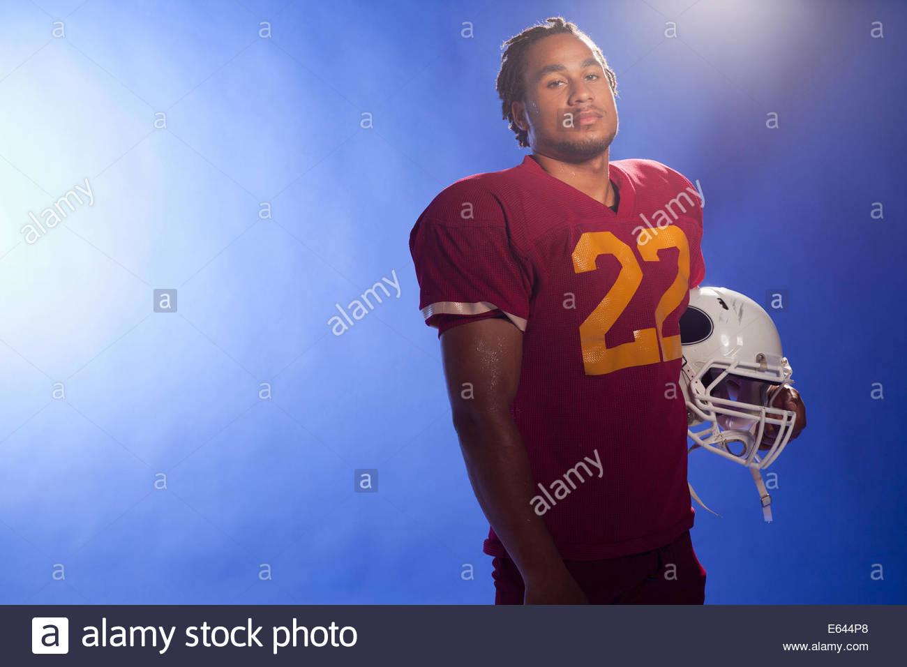 Fußball Spieler tragen Helm Stockbild