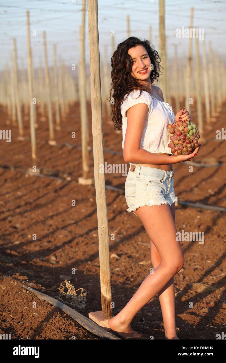 Junges Teenies Mädchen während der Ernte Model-Release verfügbar Stockbild