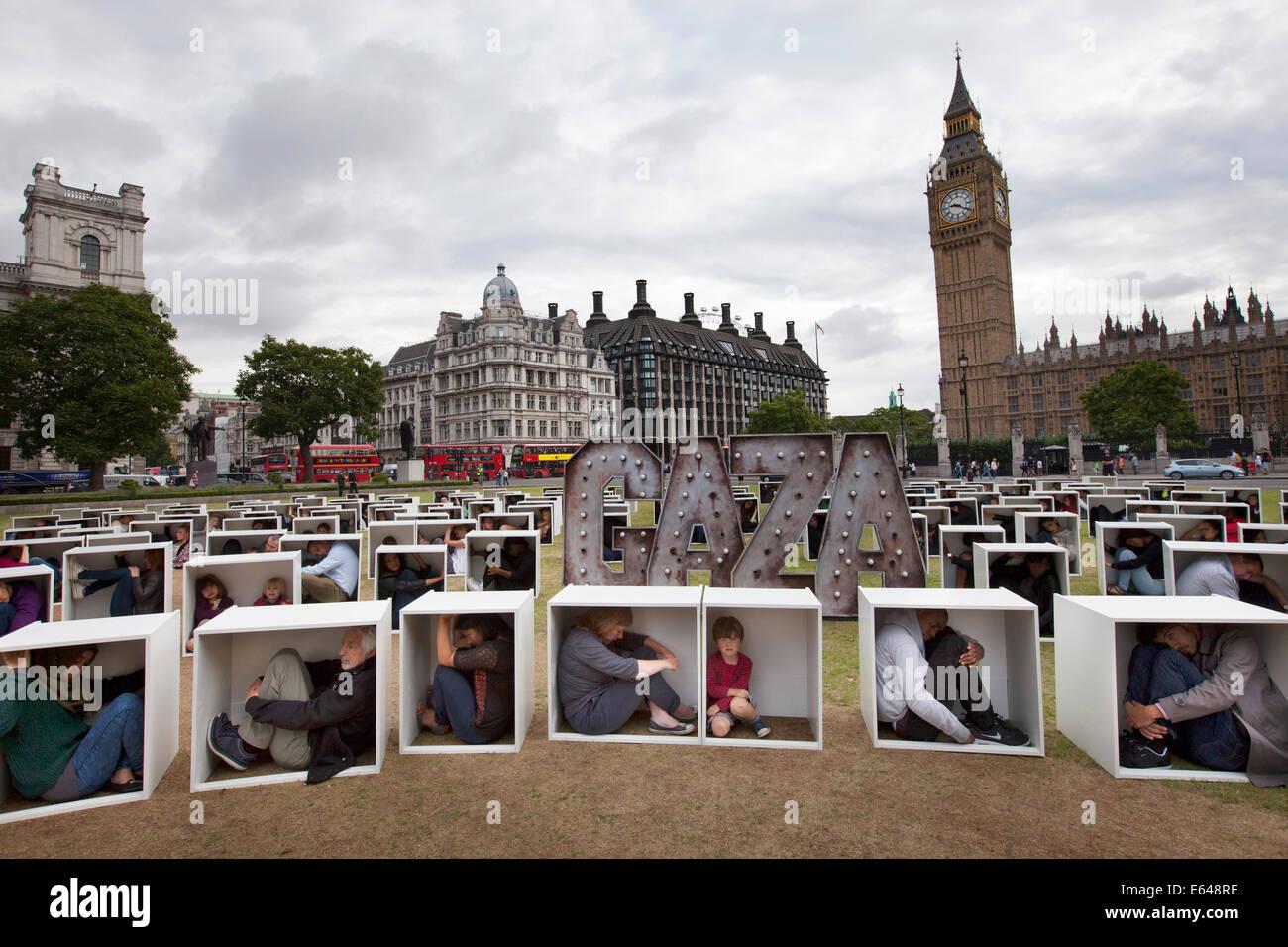 London, UK, Donnerstag, 14. August 2014. In Parliament Square 150 Männer, Frauen und Kinder werden gequetscht, in Stockfoto