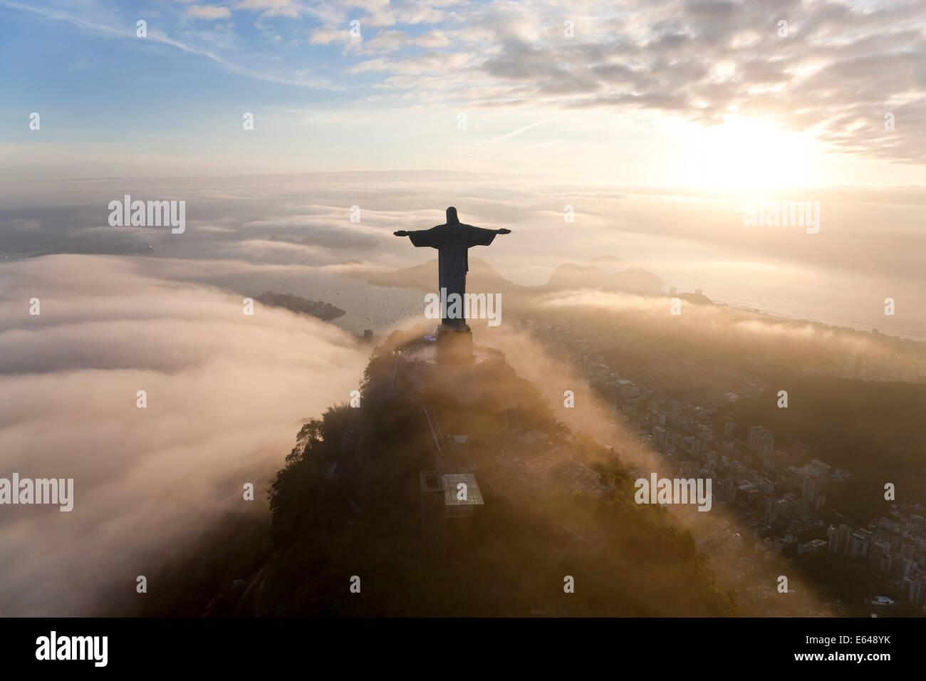 Die riesigen Art-Deco-Statue Jesus Cristo Redentor (Christus Erlöser) auf dem Berg Corcovado in Rio De Janeiro Stockbild