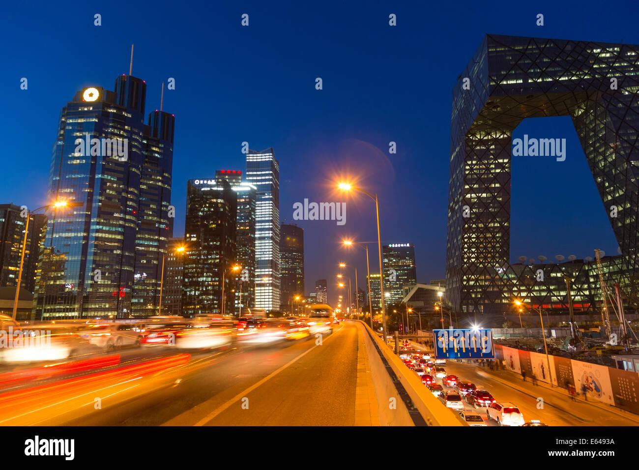 Central Business District & CCTV Gebäude in der Dämmerung, Peking, China Stockbild