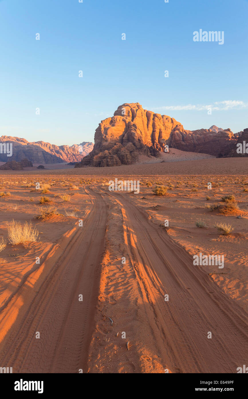 Spuren in der Wüste, Wadi Rum, Jordanien Stockbild