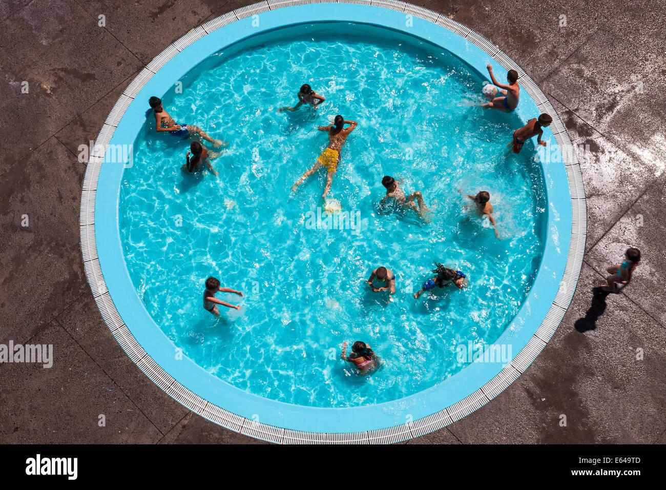 Pool im Freien, Camara de Lobos, Madeira, Portugal Stockbild