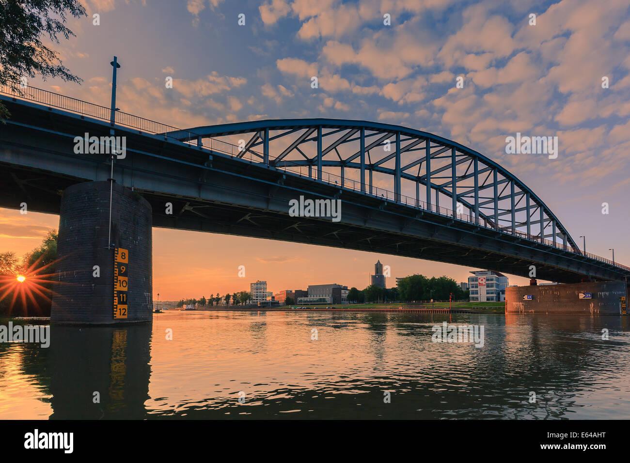 John-Frost-Brücke (John Frostbrug in niederländischer Sprache) ist die Straßenbrücke über Stockbild