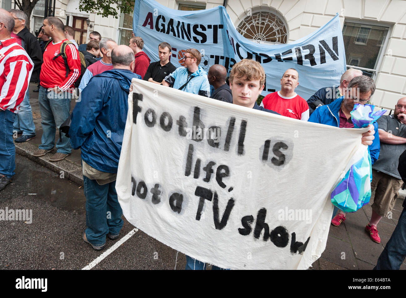 Gloucester Place, London, UK. 14. August 2014. Mitglieder der The Football Supporters Föderation zusammen mit Fans Stockfoto