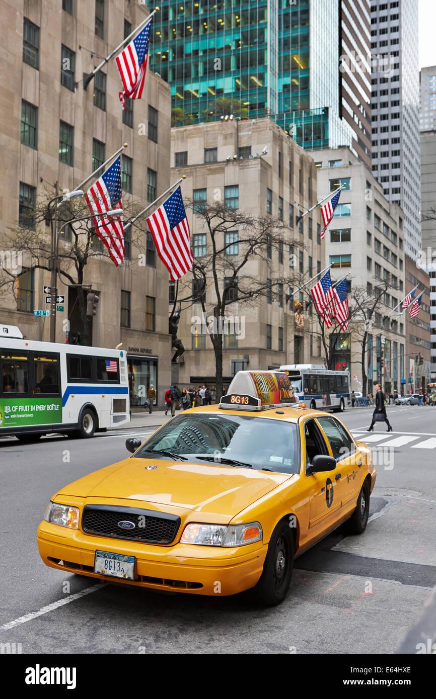 Gelbes Medaillon Taxi Stockfotos Amp Gelbes Medaillon Taxi