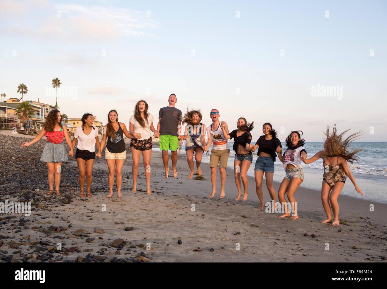 Junge Erwachsene, Jugendliche, Capistrano Beach, auch bekannt als Capo Strand, Stadt Dana Point, Orange County, California, Vereinigte Staaten von Amerika Stockfoto