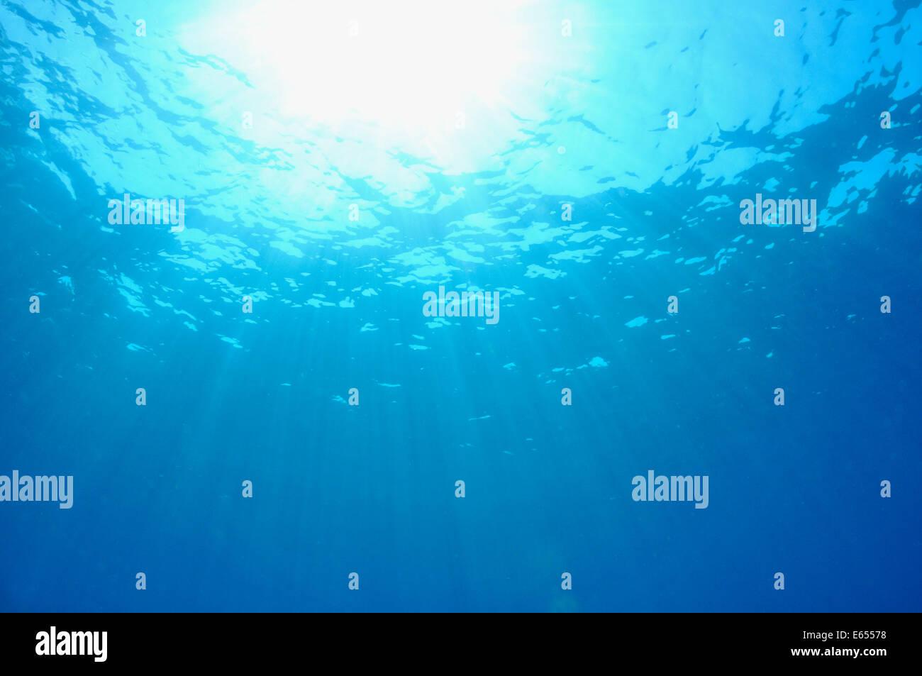 Strahlen der Sonne scheint ins Wasser, Mittelmeer, Frankreich, Europa Stockbild