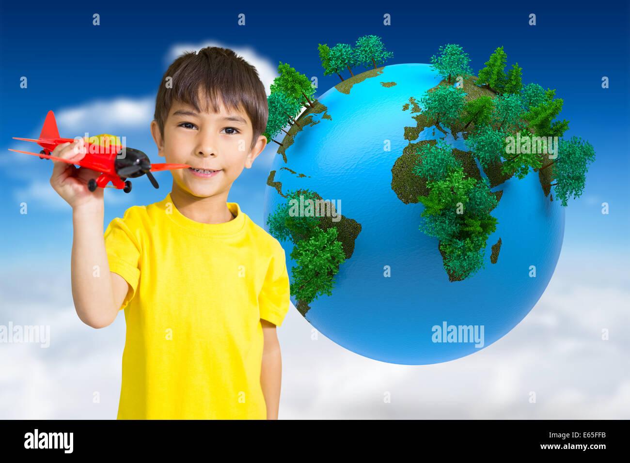 Zusammengesetztes Bild des netten jungen spielen mit Spielzeugflugzeug Stockbild