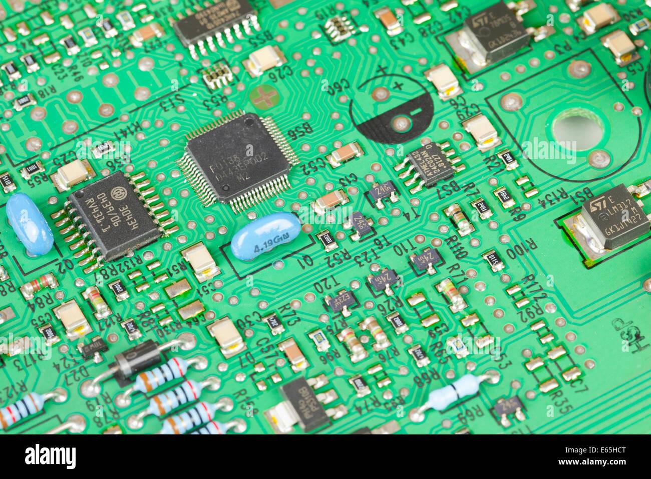Makroaufnahme einer elektrischen Platine Stockbild