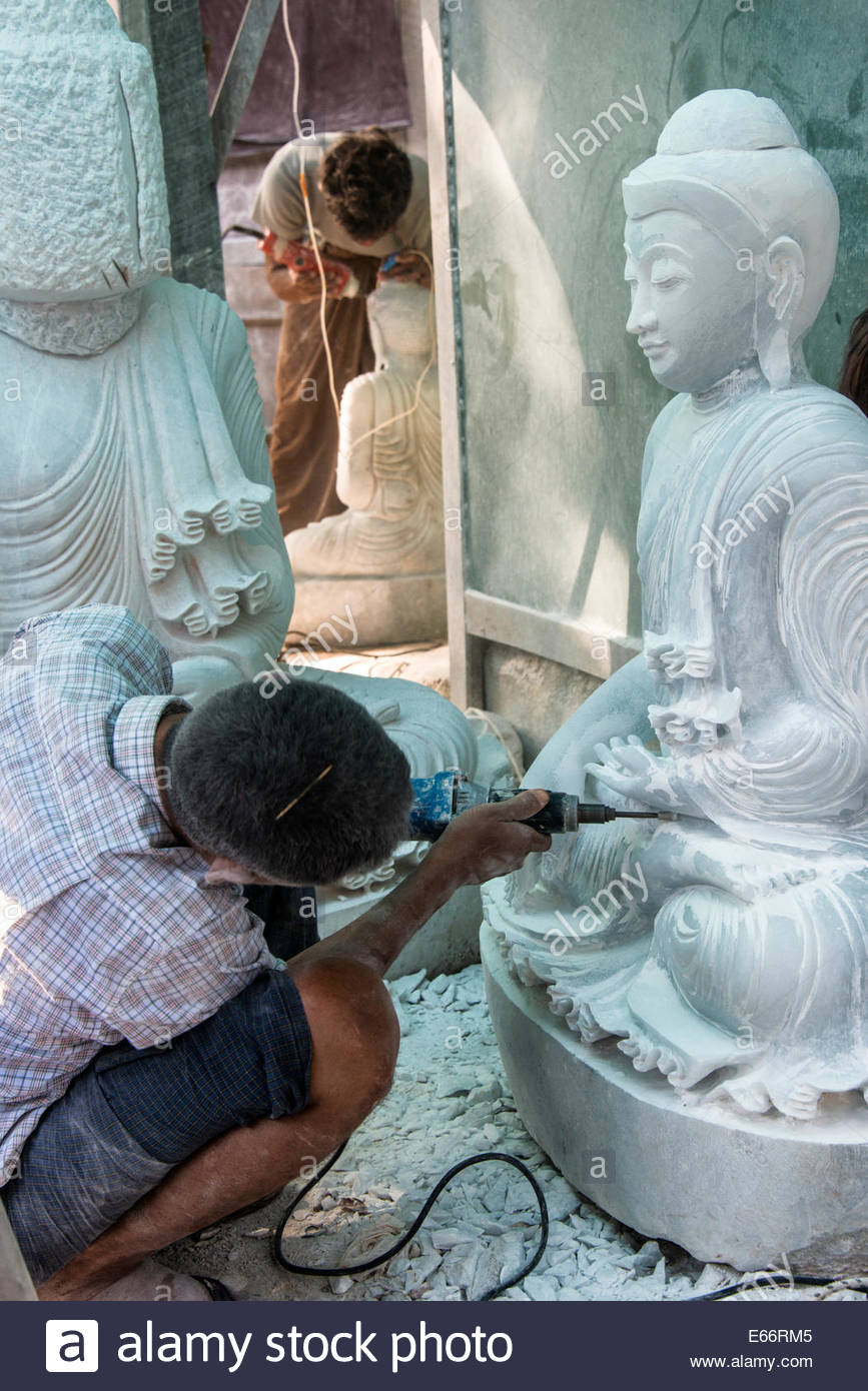 Carving-Marmor Buddha Statuen In Mandalay Myanmar Stockbild