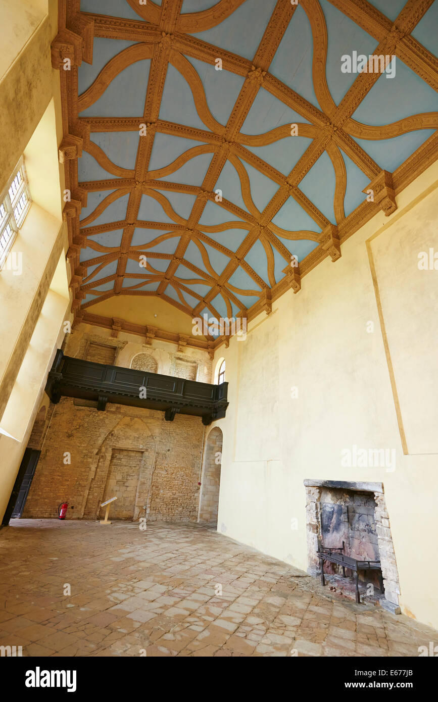 Die große Halle mit seiner reich verzierten geschnitzten Decke Kirby ...