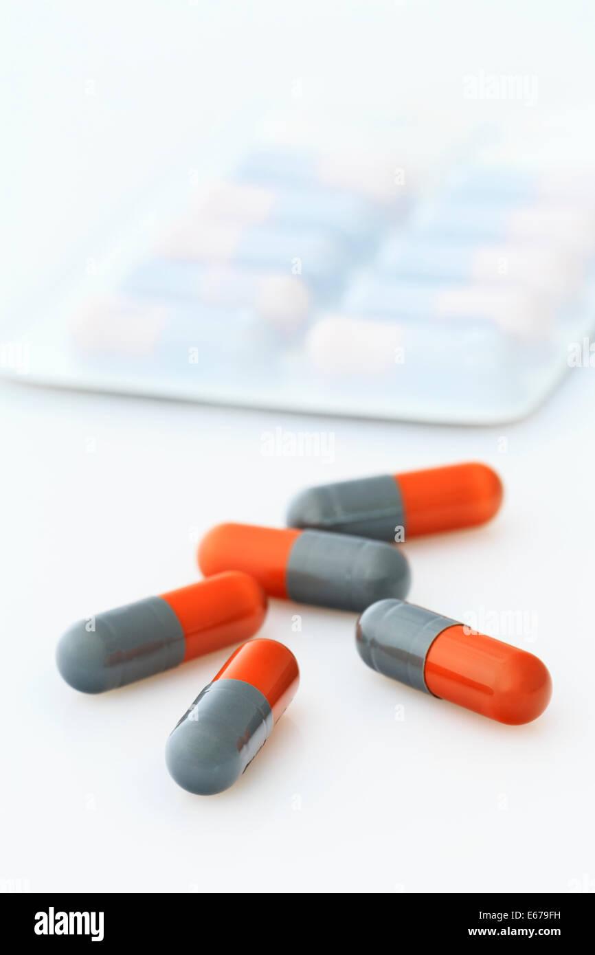 Blisterpackung mit Flucloxacillin 500 mg orale Antibiotika-Kapseln Tabletten, die Penicillin-Medikamente zur Behandlung von bakteriellen Infektionen enthalten UK Stockfoto