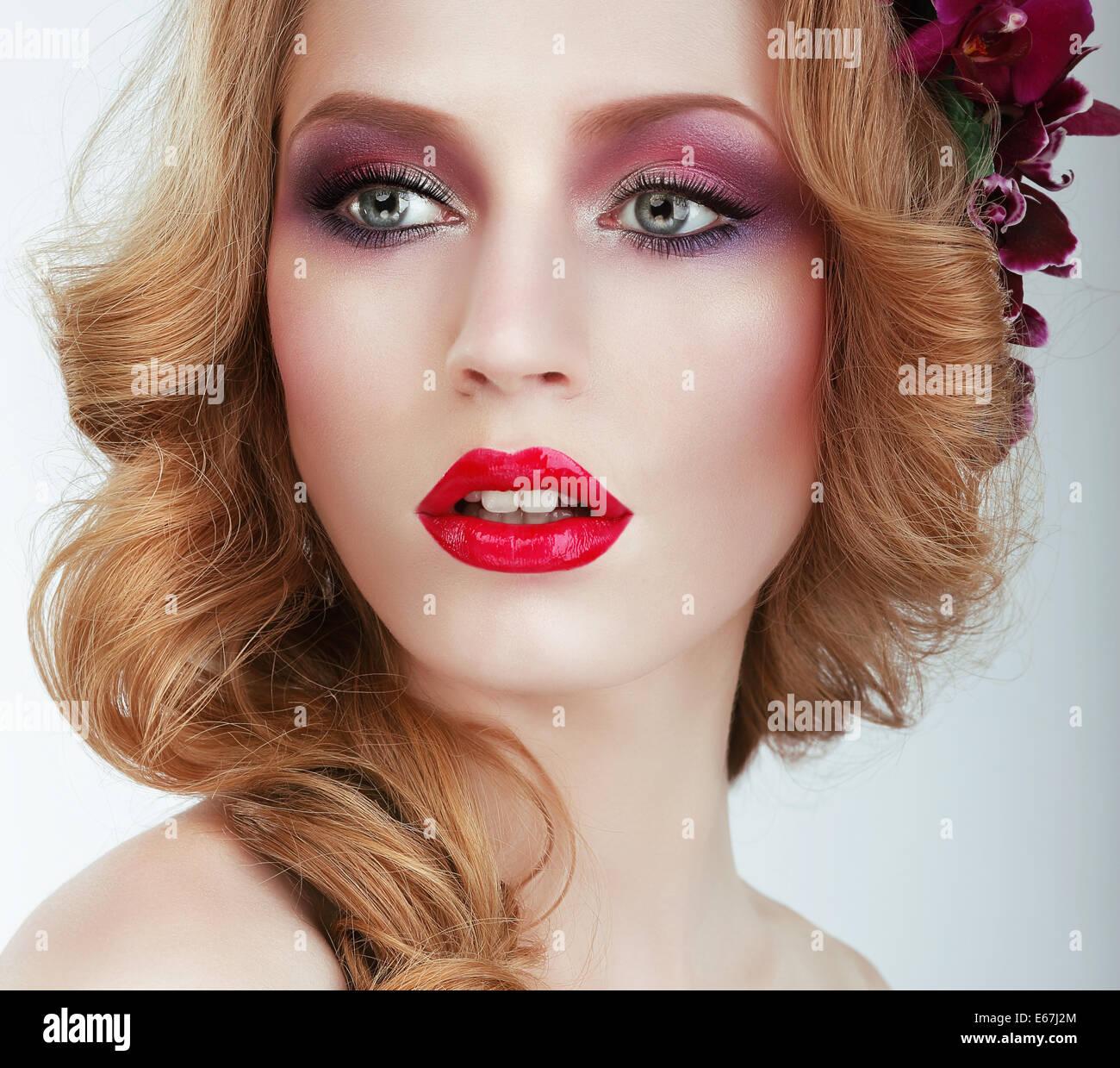 Visage. Wunderschöne Frau mit professionellen Abend Make Up Stockfoto