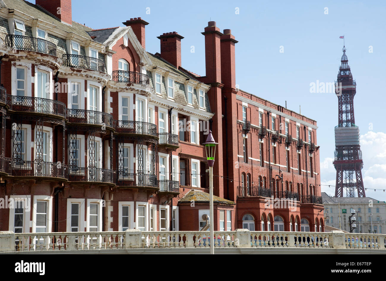 Hotel Metropole und die berühmten Blackpool Tower einen Lancashire Urlaub resort England UK Stockbild