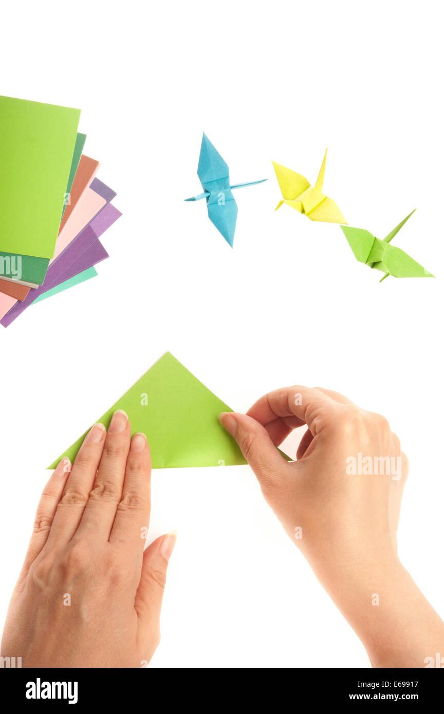 Hände falten Eine origami Vogel Stockbild