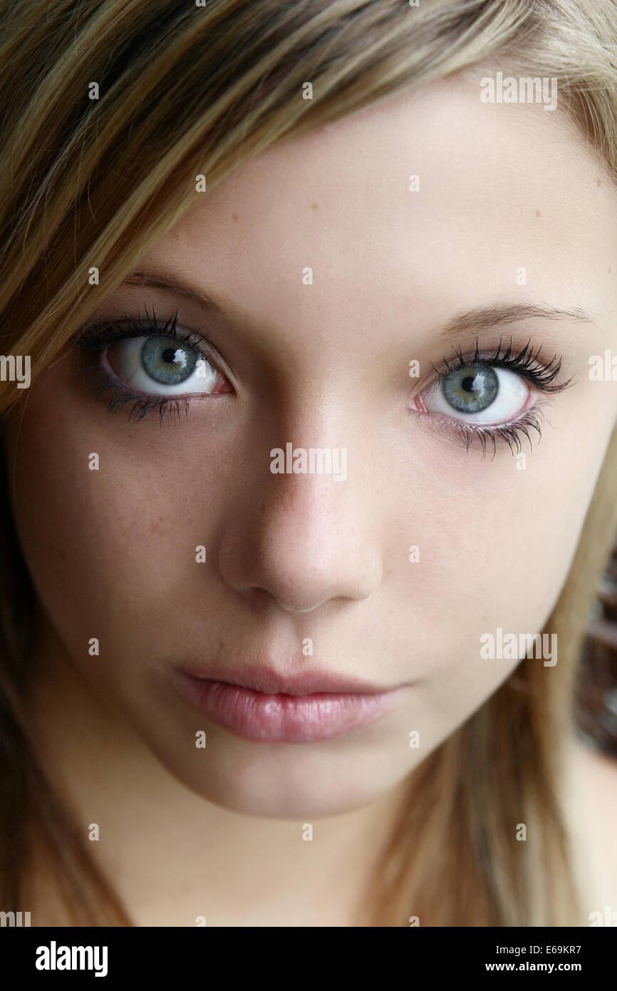 junge Frau, traurig, starrte Stockbild