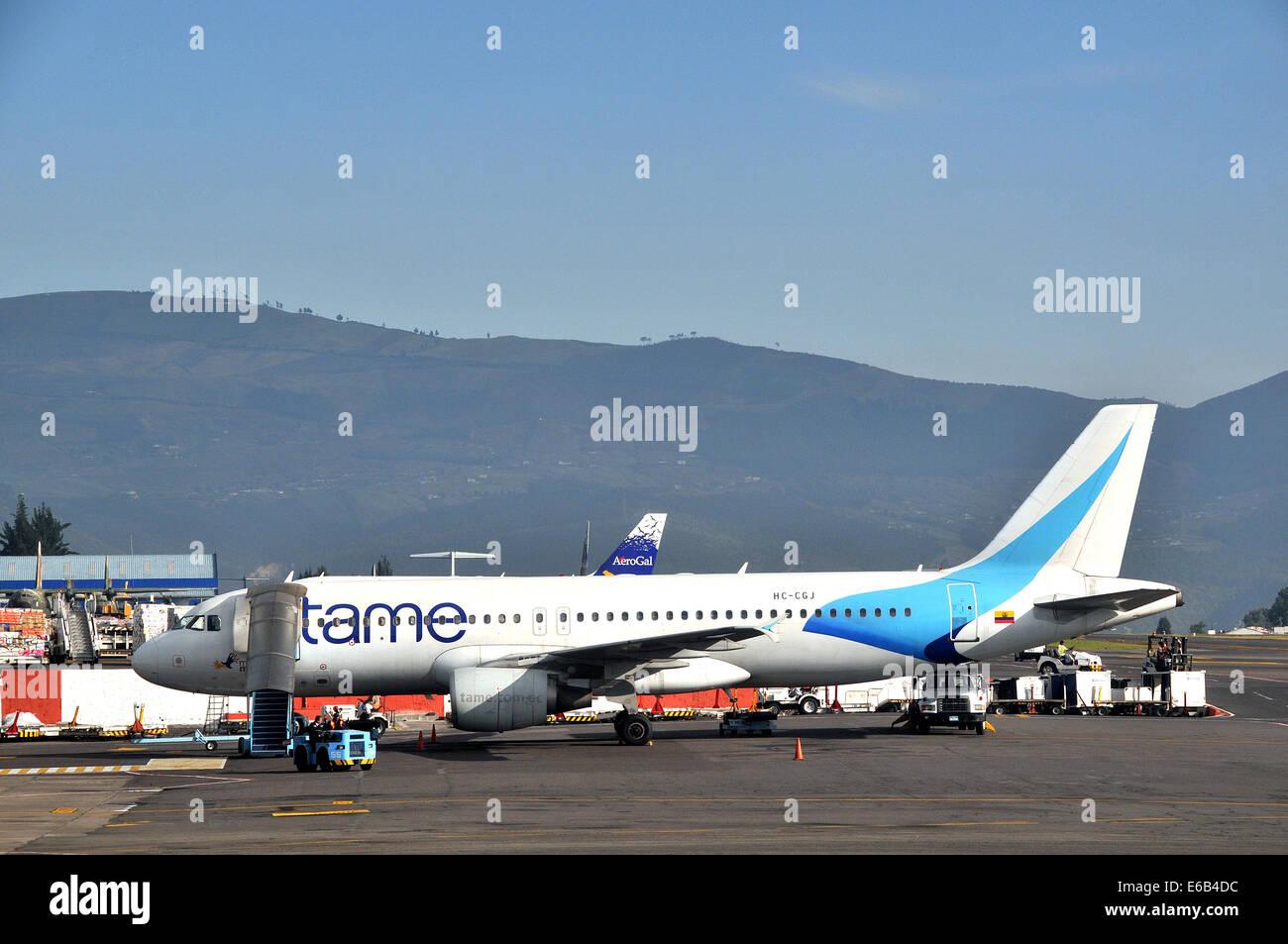 Airbus A320-214 der zahmen Airways Mareshal Sucre internationaler Flughafen Quito Ecuador Stockbild